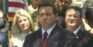 Ο κυβερνήτης Ron DeSantis